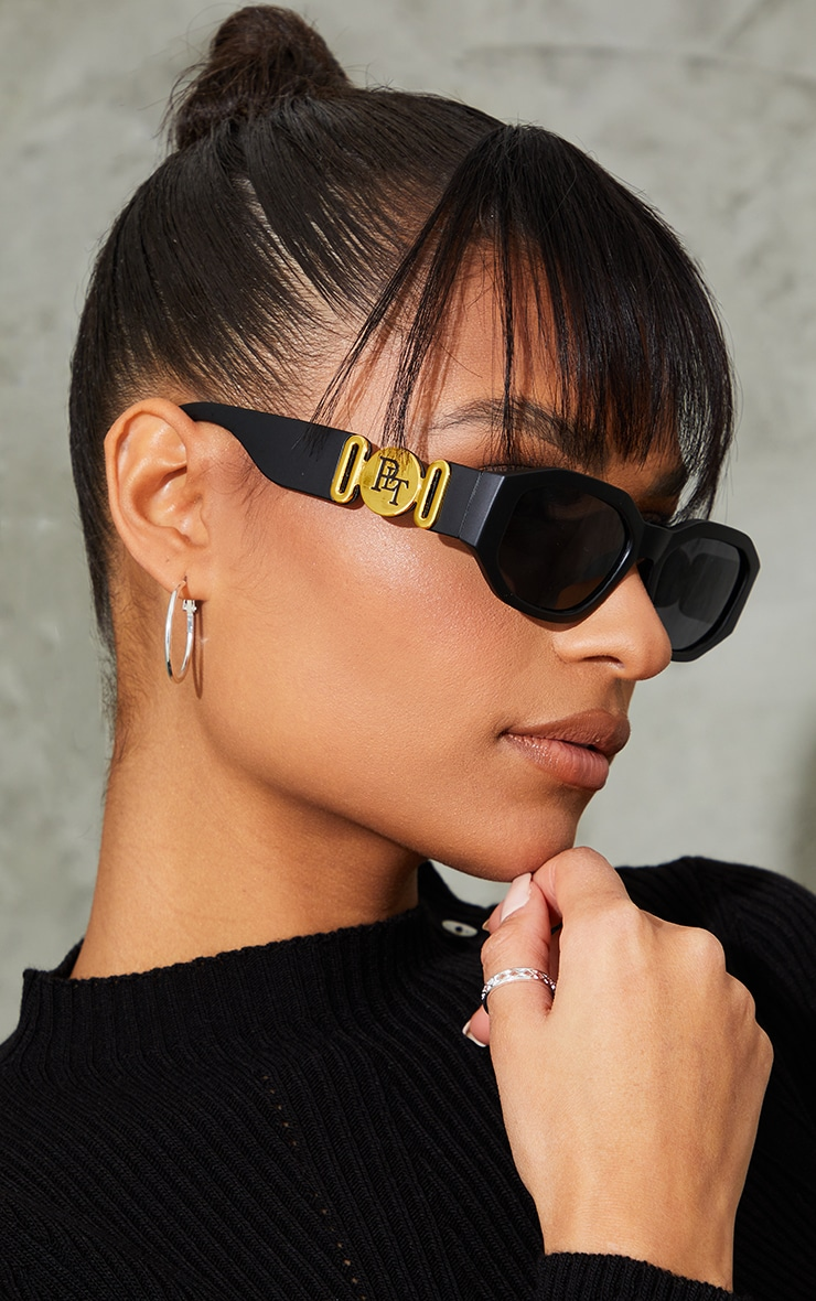 PRETTYLITTLETHING Black With Gold Side Detail Round Frame Sunglasses 1