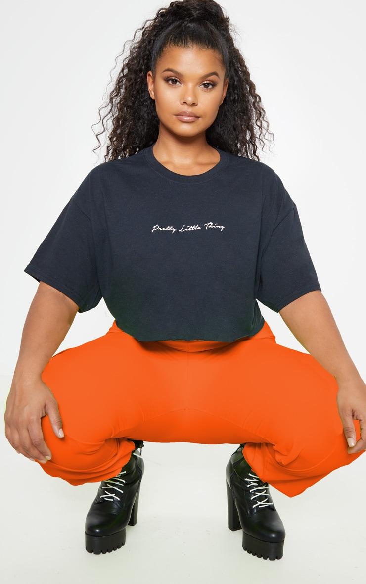 PRETTYLITTLETHING Plus Black Slogan Cropped Shirt 2