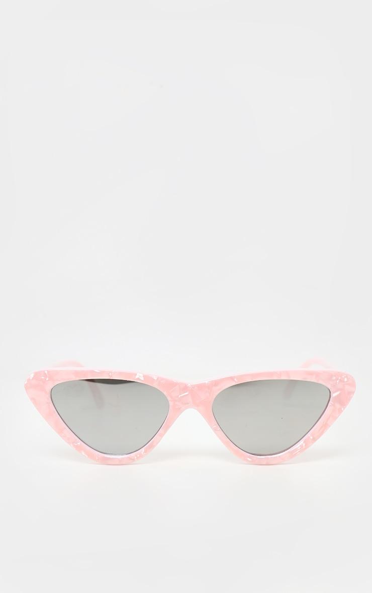 Lunettes de soleil oeil de chat à monture rose effet marbre et verres réflechissants  3