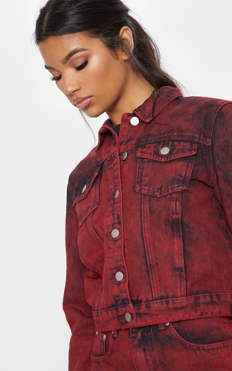 veste en jean javelis rouge denim prettylittlething fr. Black Bedroom Furniture Sets. Home Design Ideas