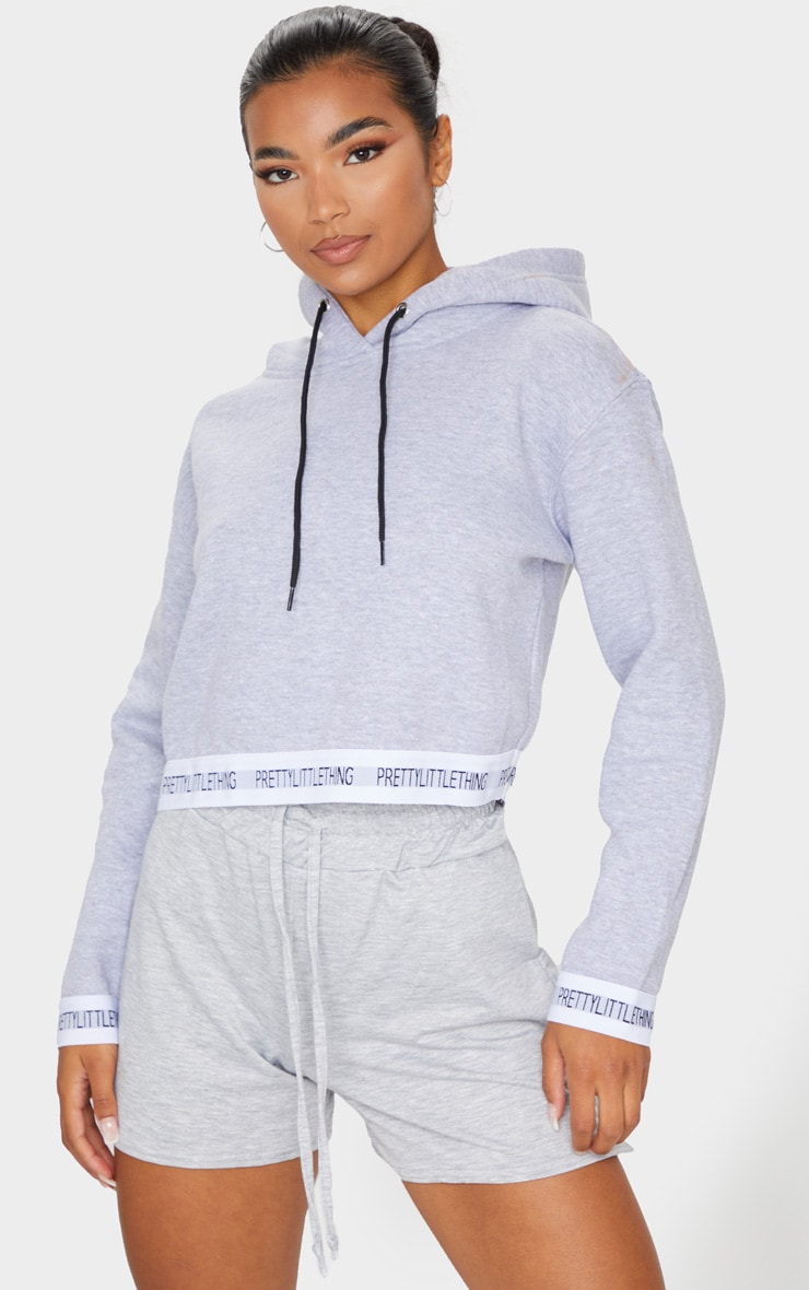 PRETTYLITTLETHING - Hoodie court gris à bande 1