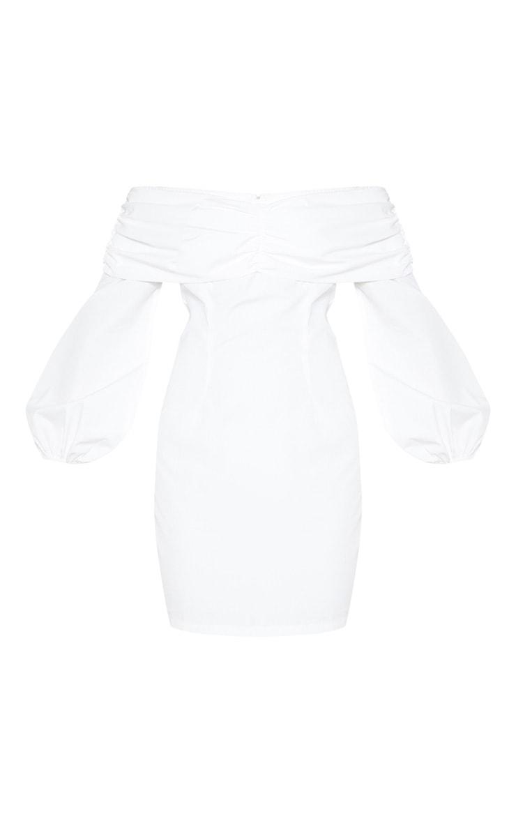 Robe moulante froncée blanche à manches ballon 4
