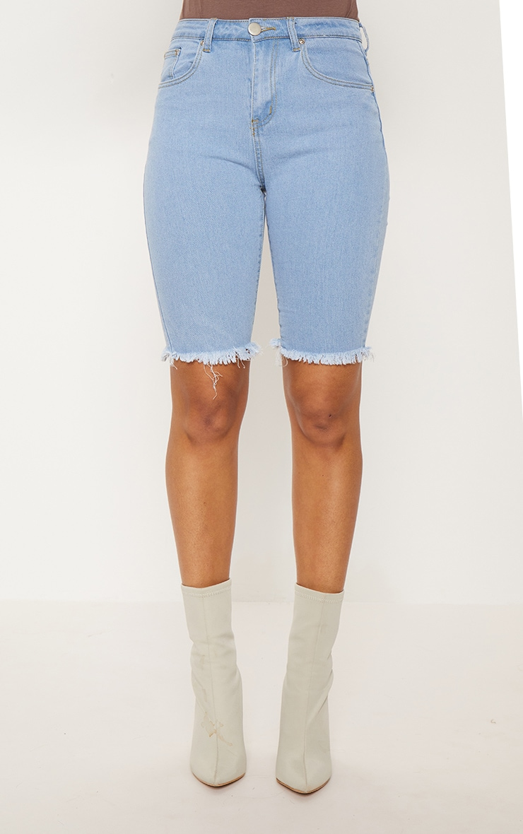 Short skinny mi-long en jean bleu clair  2