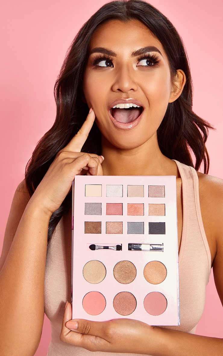 PRETTYLITTLETHING Forever Flawless Face Palette 2