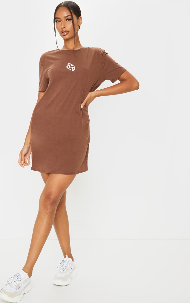 RECYCLED PRETTYLITTLETHING Chocolate Slogan T Shirt Dress 1