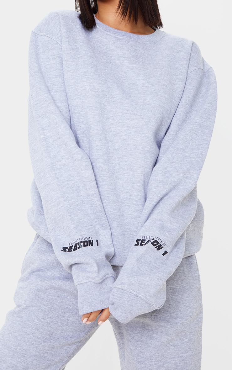 PRETTYLITTLETHING Grey Season 1 Slogan Sweater 5