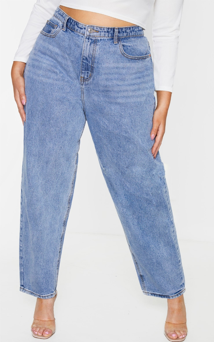 PRETTYLITTLETHING Plus Light Wash Mom Jean 2