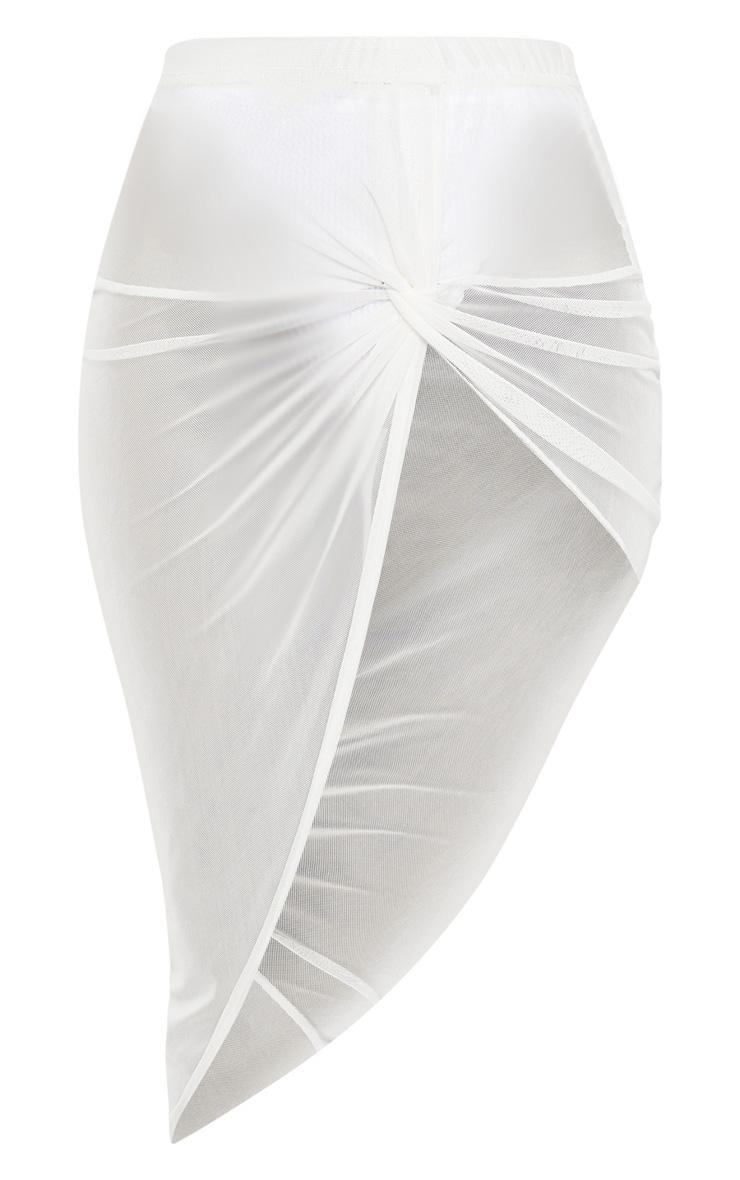 سارونج أبيض بربطة بعقدة جانبية 2