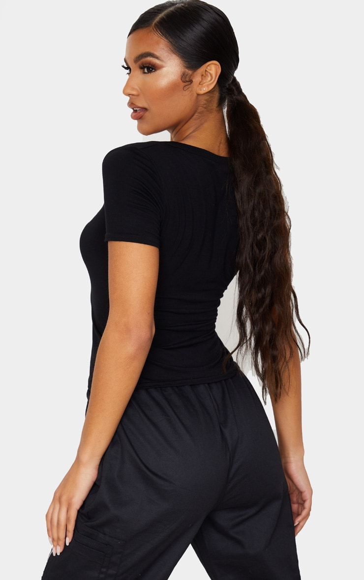 T-shirt en jersey noir à col en V et manches courtes 2