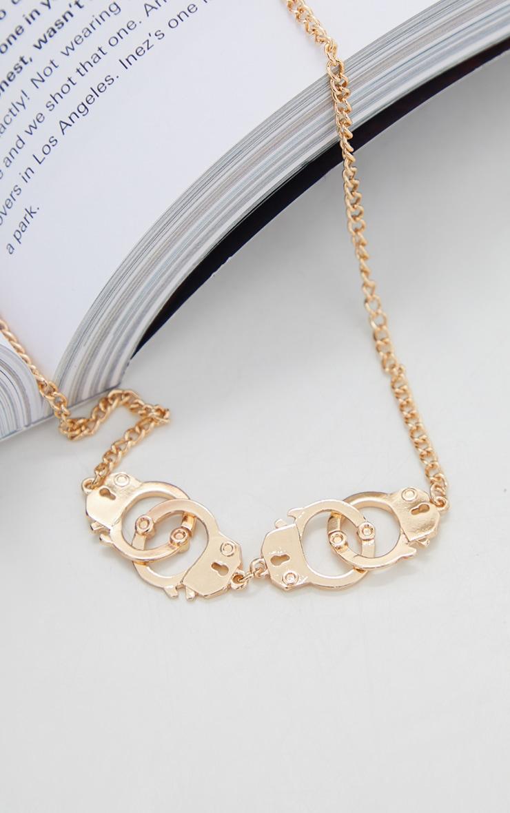 Collier chaîne doré à design double paire de menottes 4