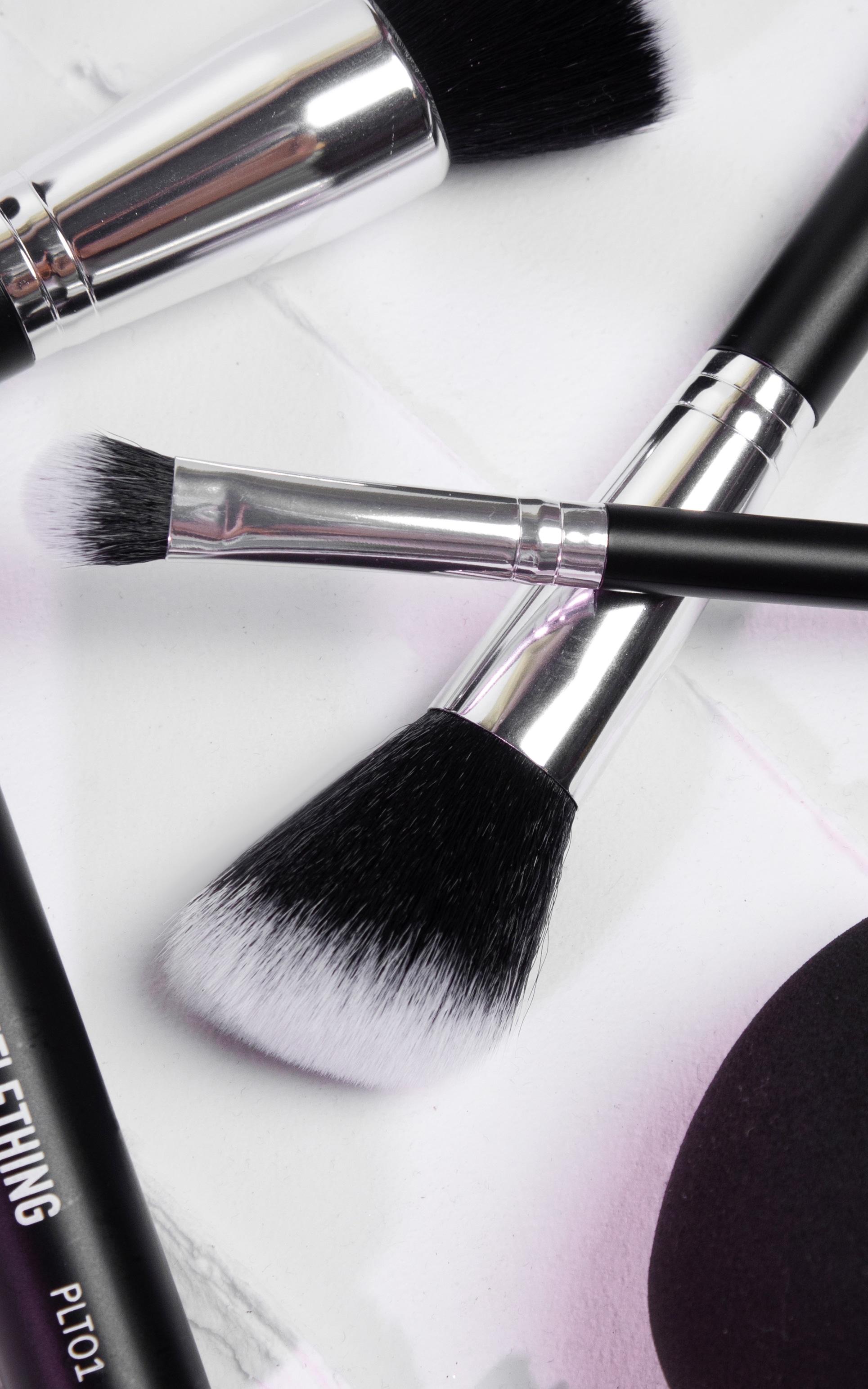 PRETTYLITTLETHING Angled Cheek Brush PLT04 4
