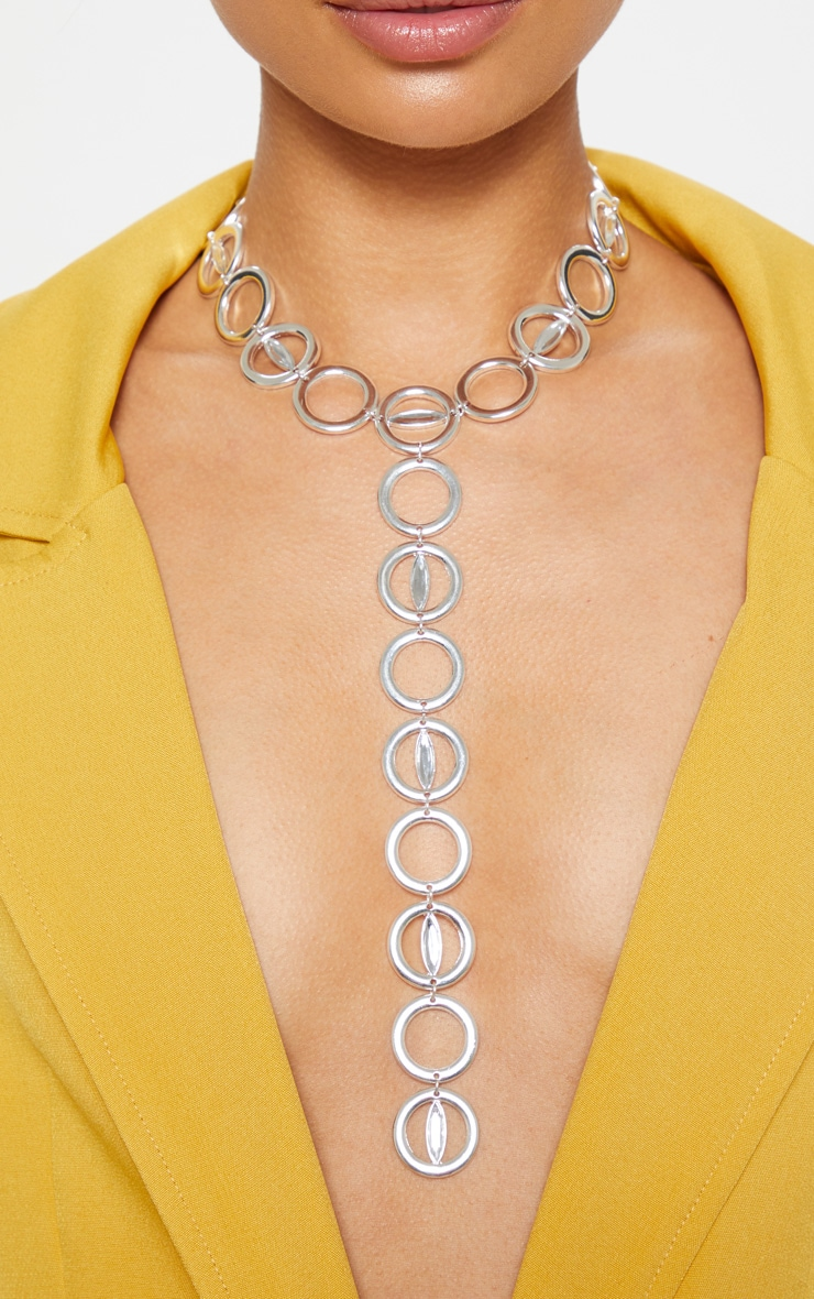 Collier lasso argenté à design chaîne d'anneaux 2