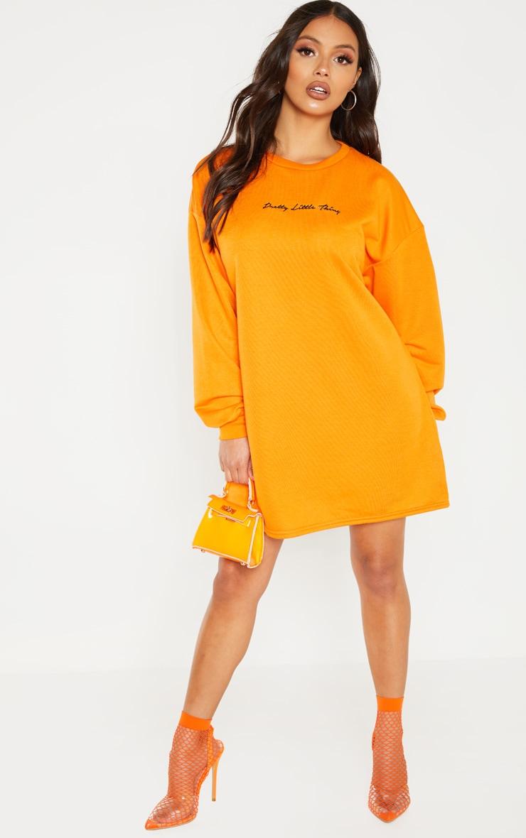 PRETTYLITTLETHING Petite - Robe pull orange vif ├á slogan brod├® 4