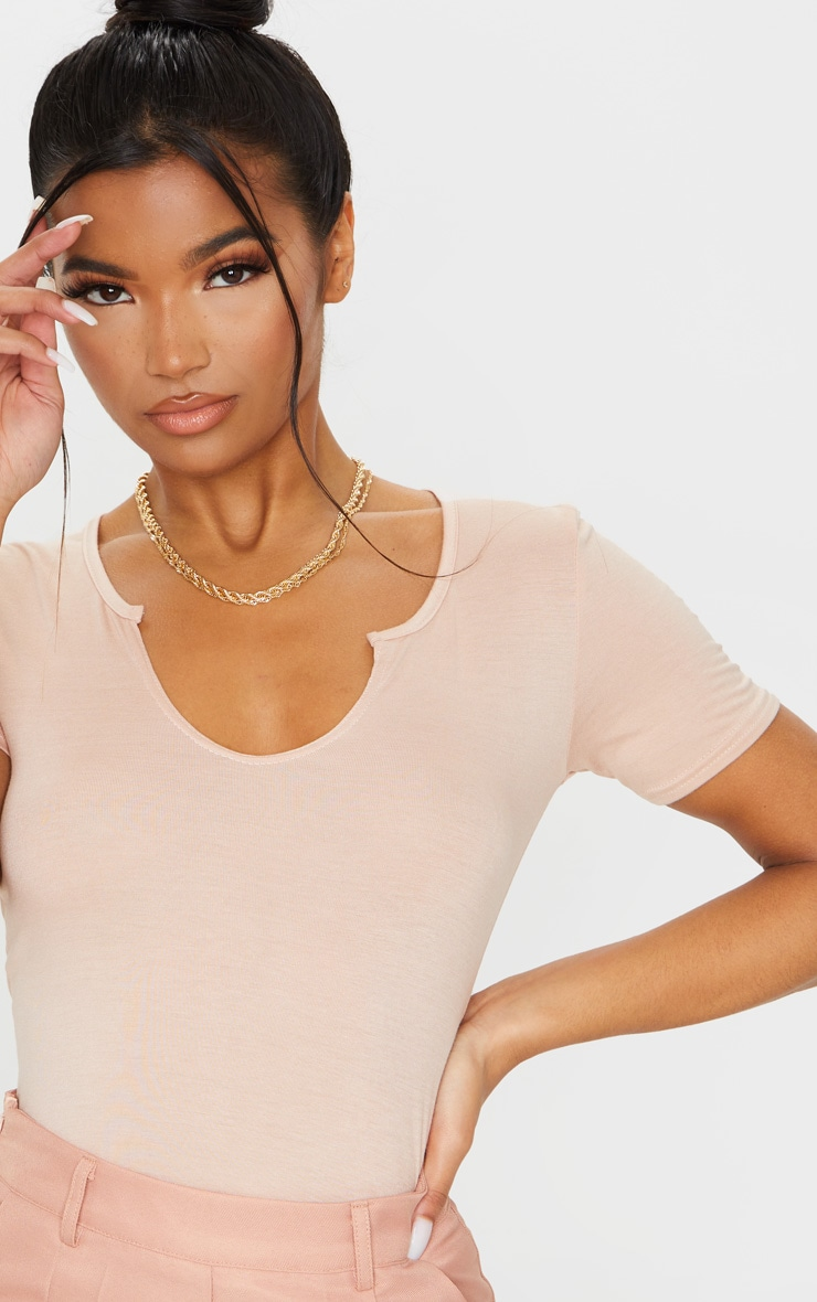 T-shirt en jersey rose pâle à col en V et manches courtes 4
