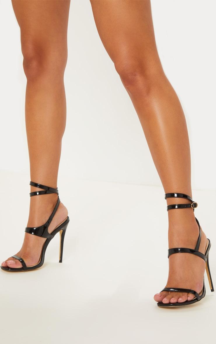 Sandales carrées à talons et brides torsadées noires
