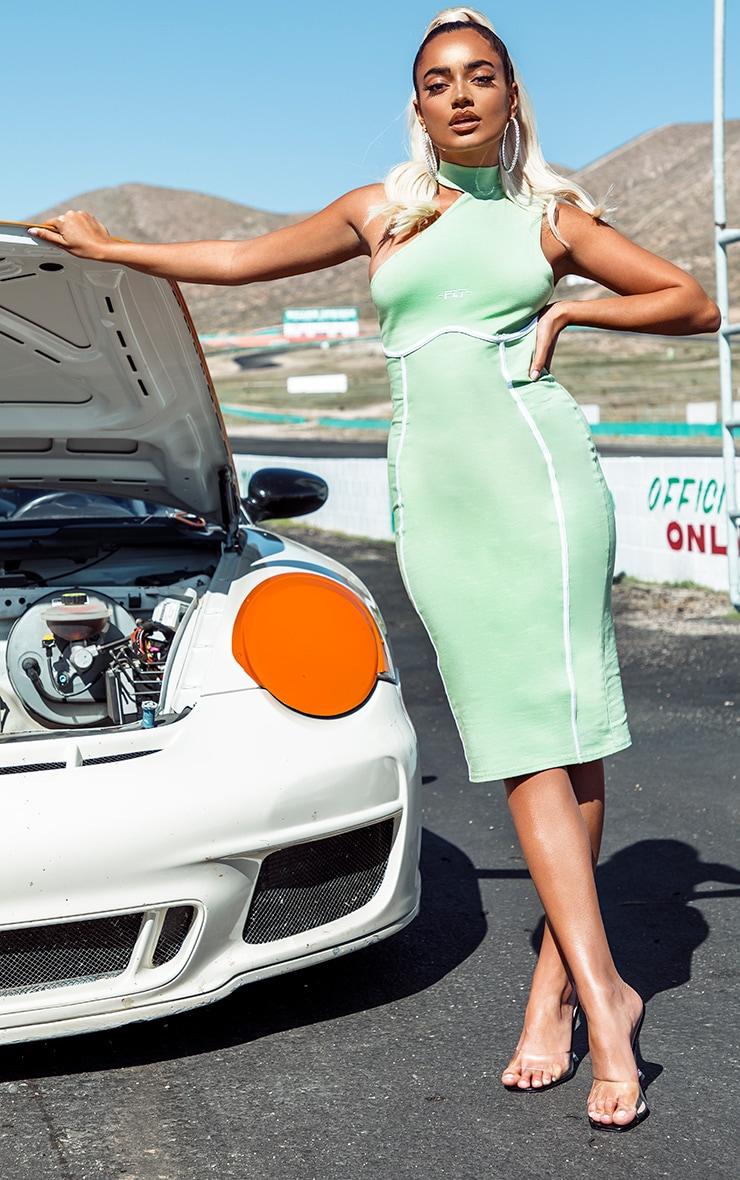 PRETTYLITTLETHING Petite - Robe mi-longue verte à col montant et détail coutures