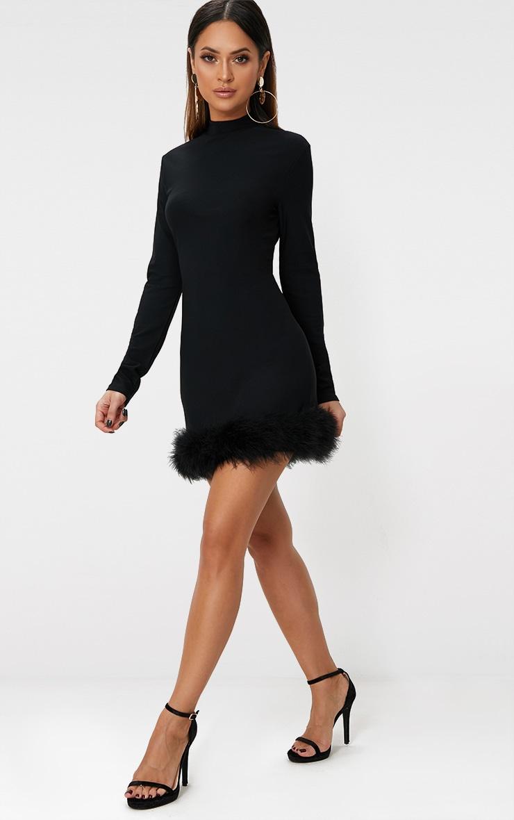 Robe moulante manches longues col haut ourlet à plumes noire 4
