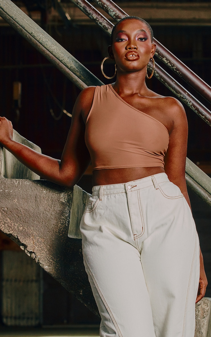 Crop top slinky mocha à épaule unique 1