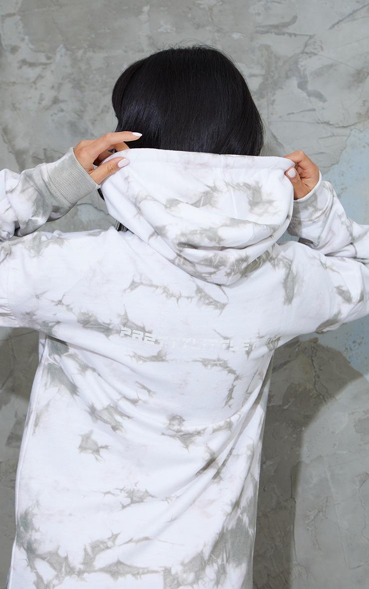 PRETTYLITTLETHING Petite Grey Tie Dye Sweater Dress 4