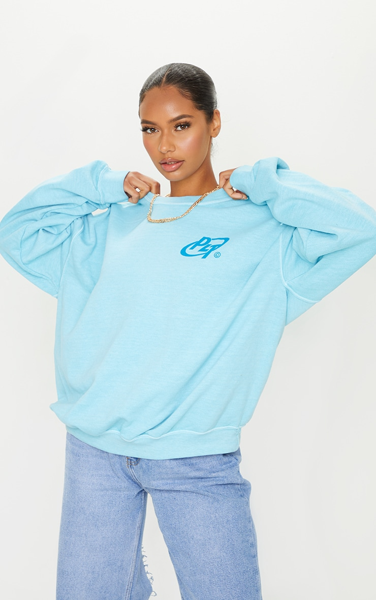 PRETTYLITTLETHING Blue Logo Washed Sweatshirt 1