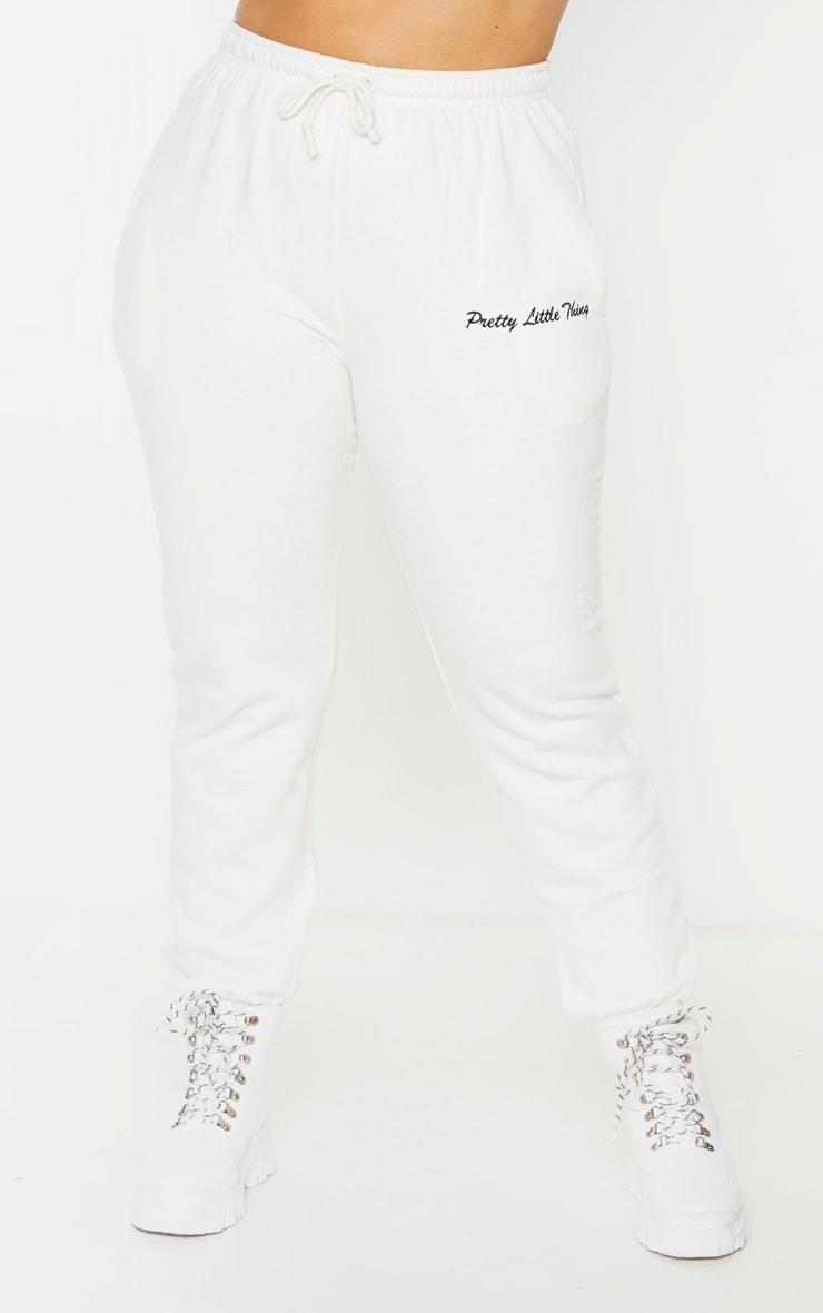 PRETTYLITTLETHING Plus Cream Embroidered Joggers 2