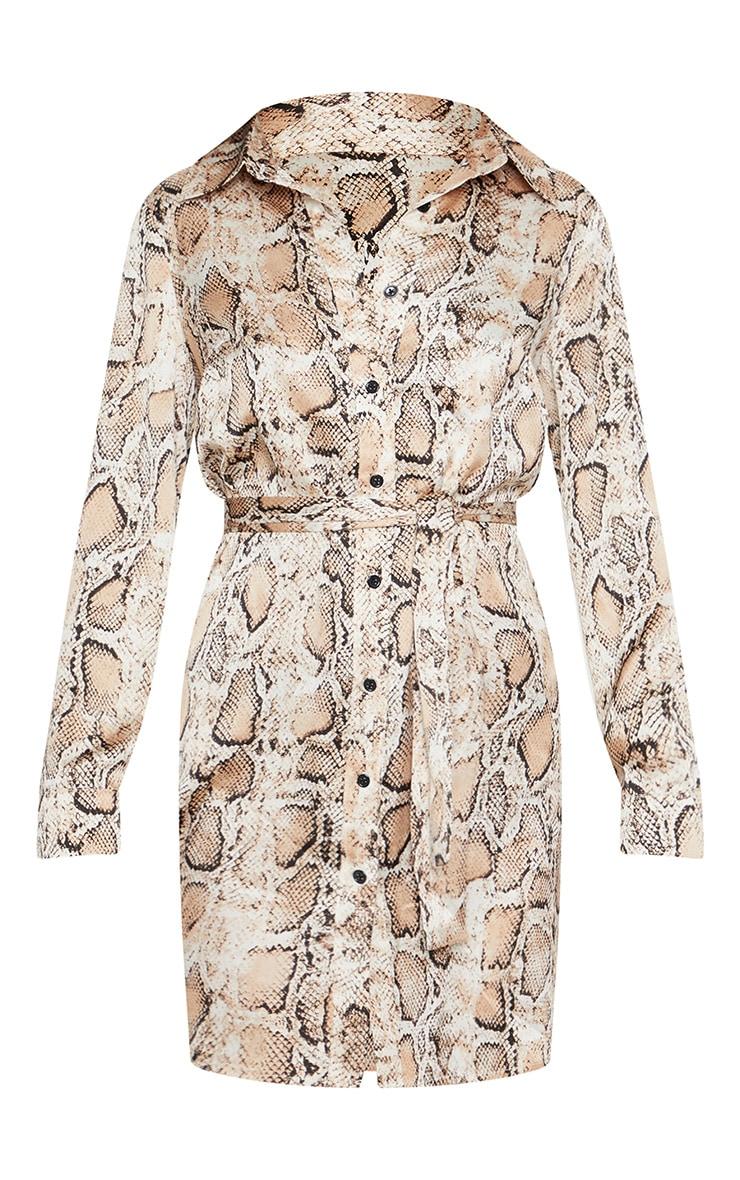 Robe chemise satinée à imprimé serpent beige nouée à la taille 3