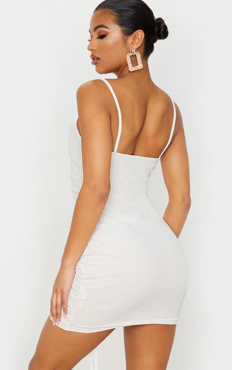 Robe blanche moulante en mesh à effet froncé 2