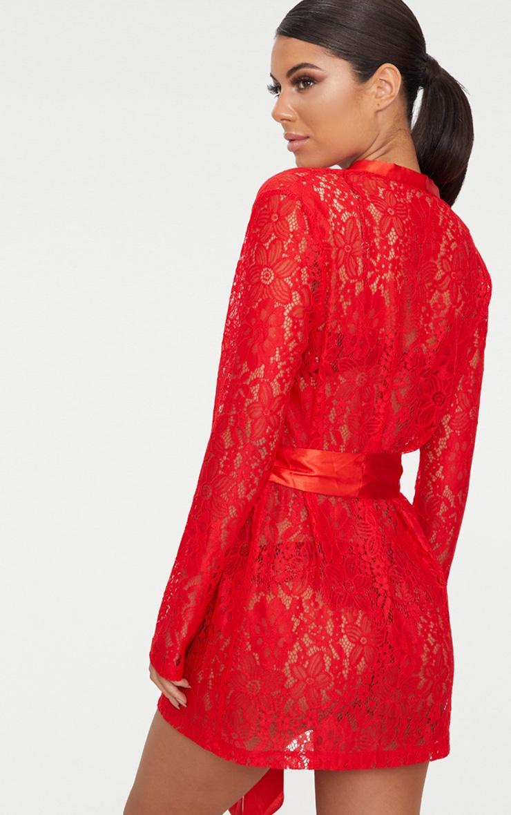 Deshabillé kimono en dentelle rouge à motifs floraux 2