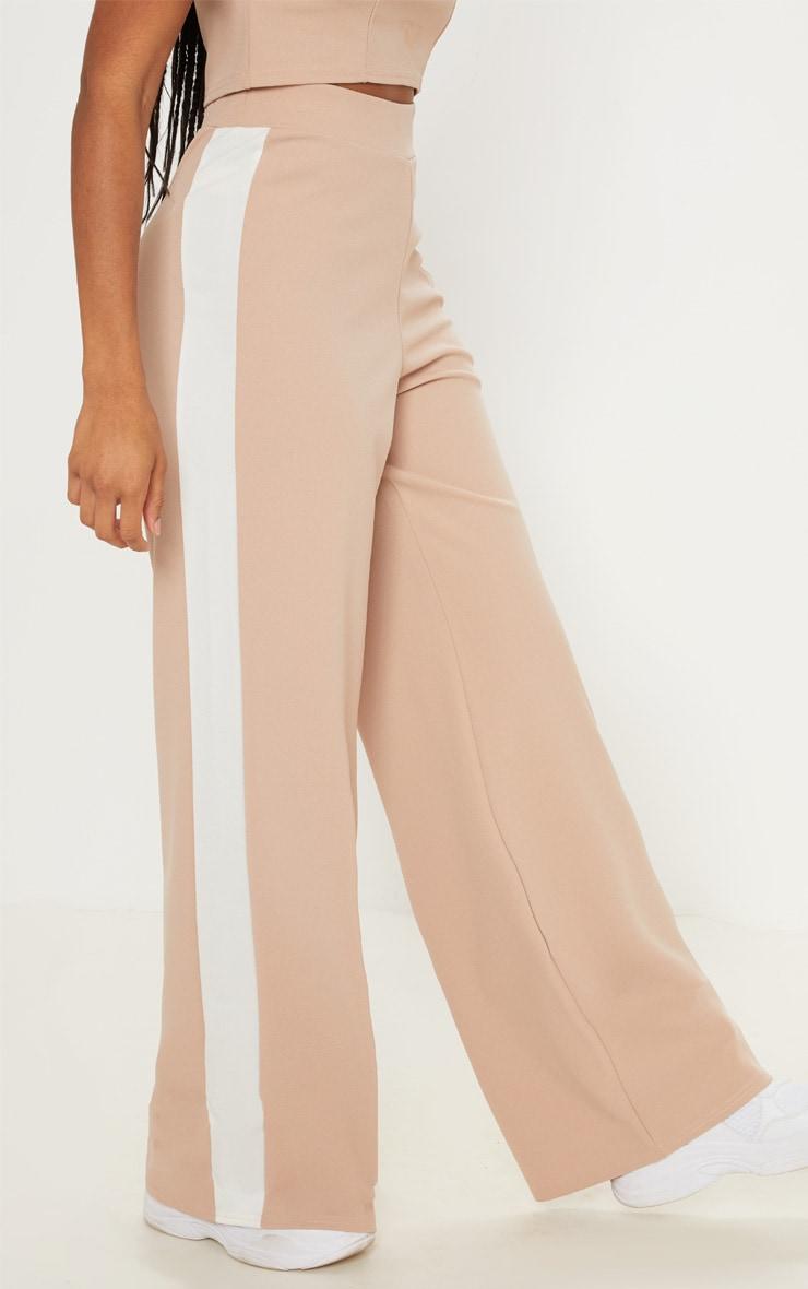 Pantalon large nude à rayures contrastantes 3