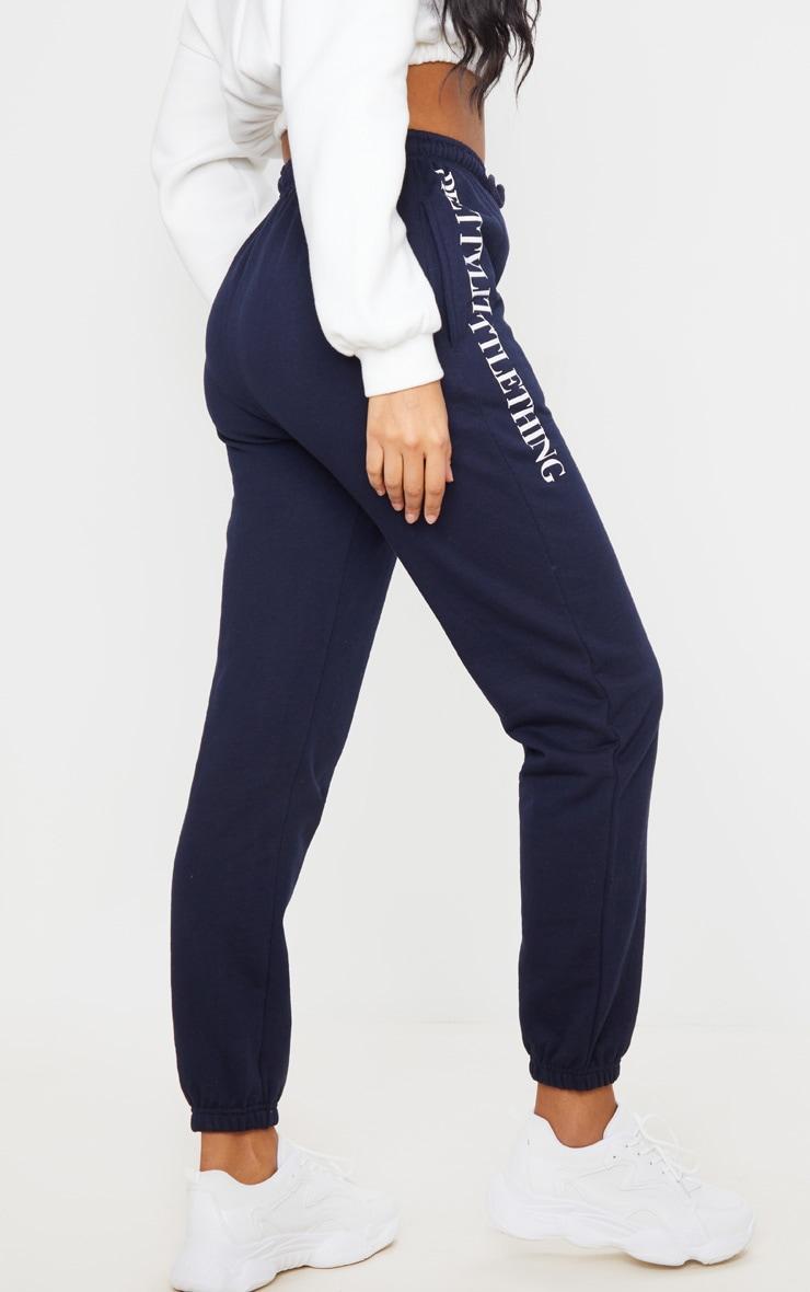 PRETTYLITTLETHING - Jogging bleu marine à slogan 3