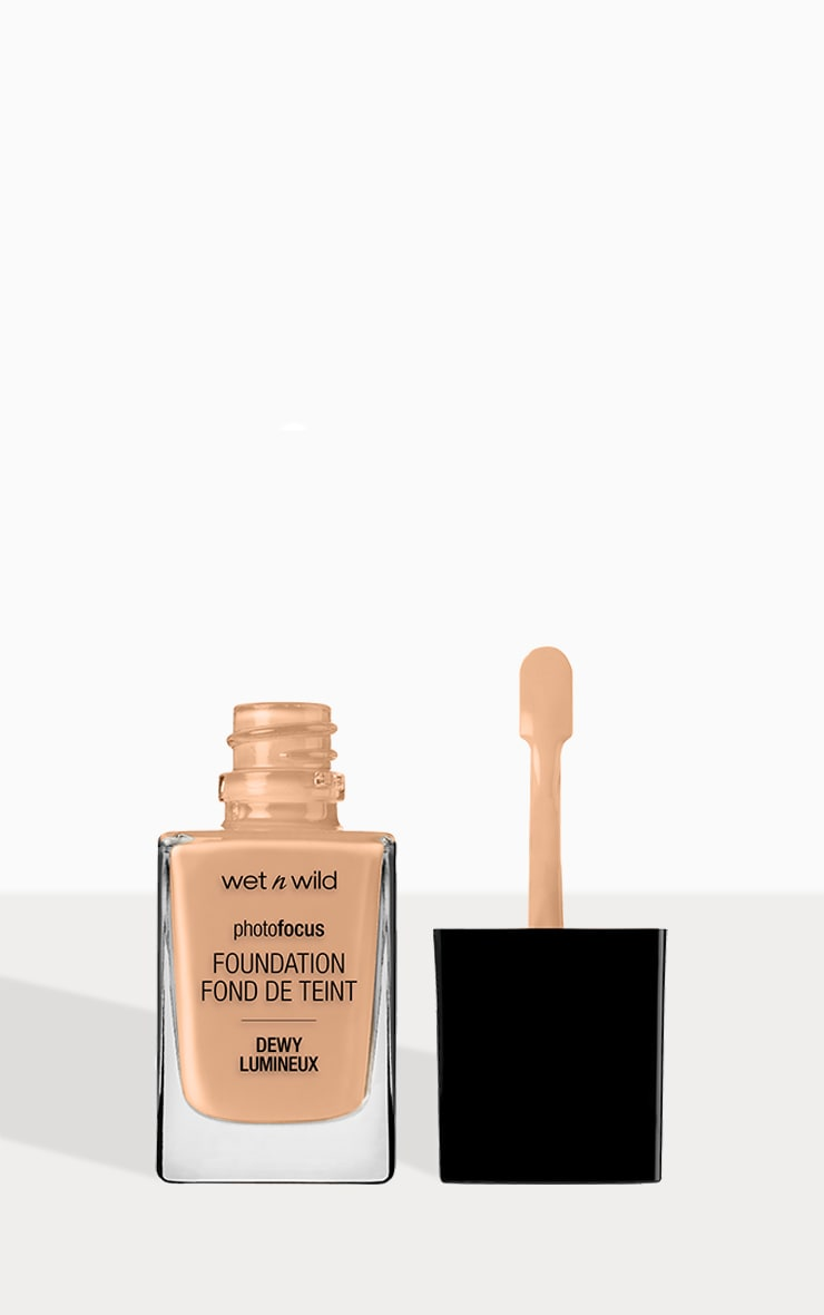 Wet n Wild Photo Focus Foundation Dewy Classic Beige 2
