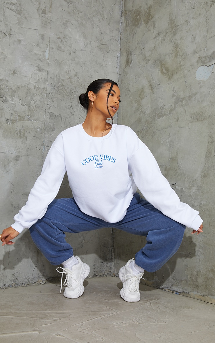 White Good Vibes Club Slogan Embroidered Sweatshirt 3