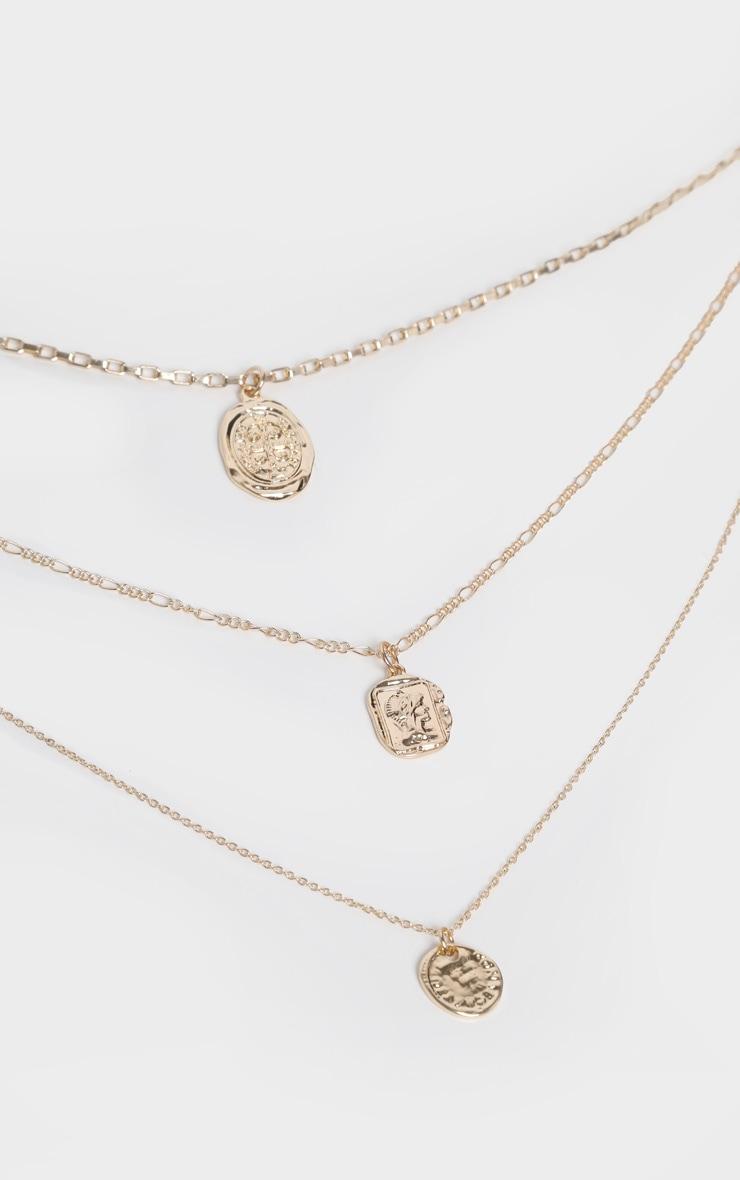 Collier de plusieurs chaînes dorées à pendentifs multiples 3