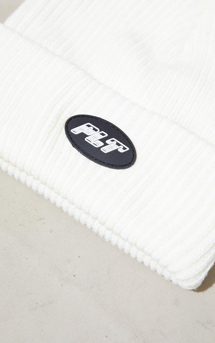 PRETTYLITTLETHING - Bonnet basique blanc à détail étiquette 3