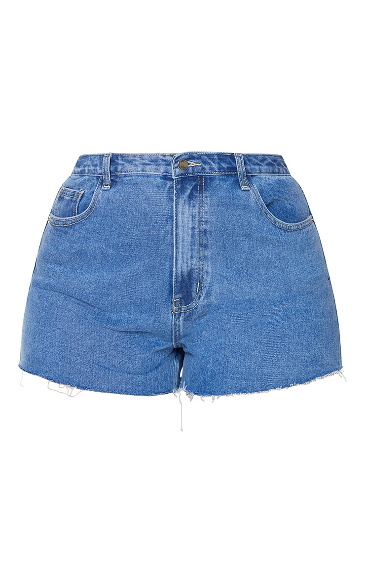 PRETTYLITTLETHING Plus Mid Blue Wash Raw Hem Hotpants 6