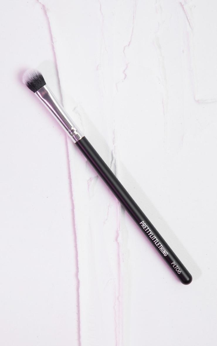 PRETTYLITTLETHING Fluffy Definer Brush PLT06 1