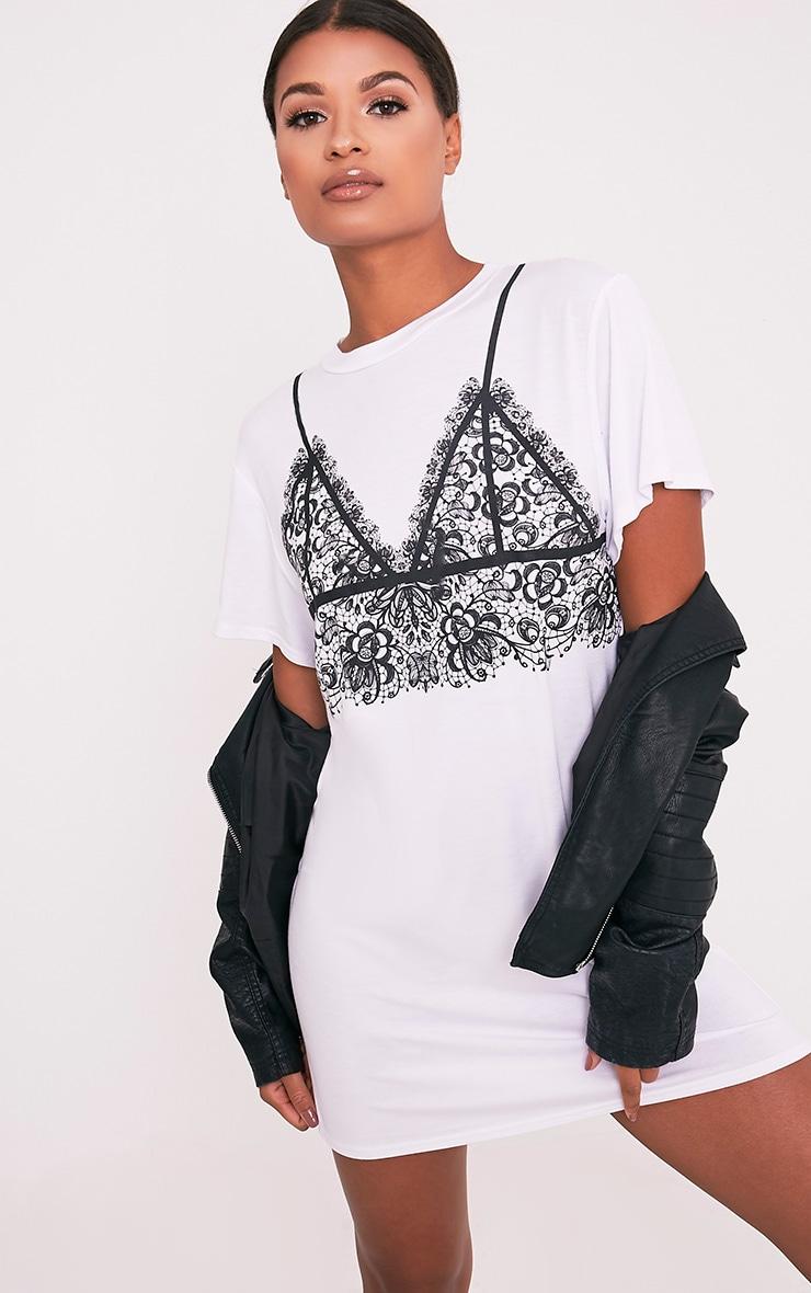 Robe t-shirt blanche à brassière en dentelle imprimée 1