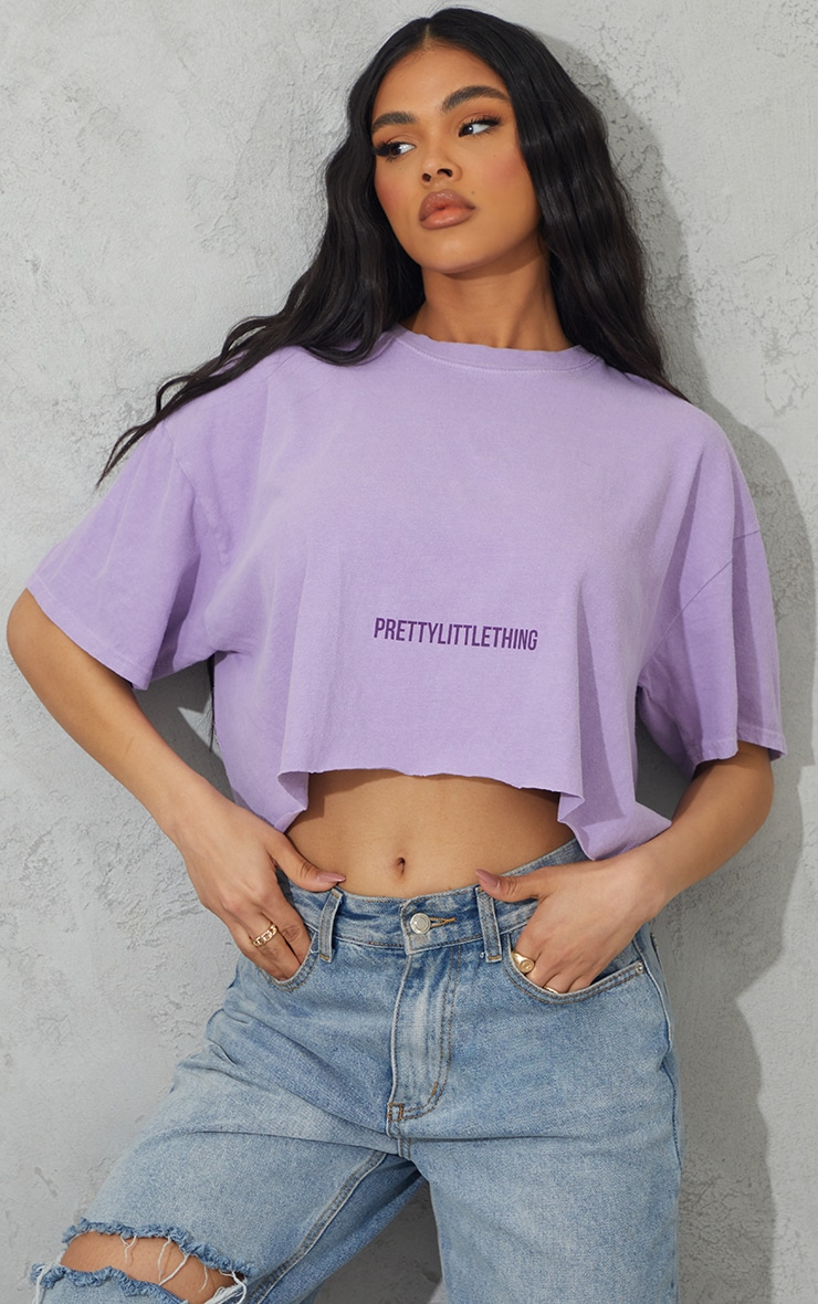 PRETTYLITTLETHING Lilac Small Text Print Washed Crop T Shirt 1