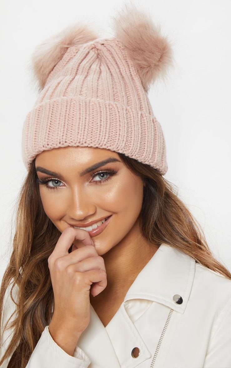 Bonnet en tricot rose à double pompons en fausse fourrure