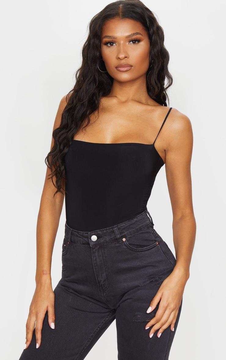 Body-string noir avec encolure carrée et bretelles fines 1