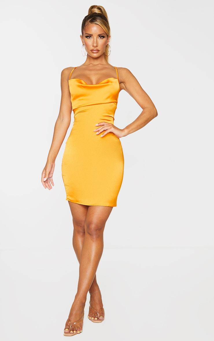 Robe moulante satinée orange doré à col bénitier et lacets aux dos 4