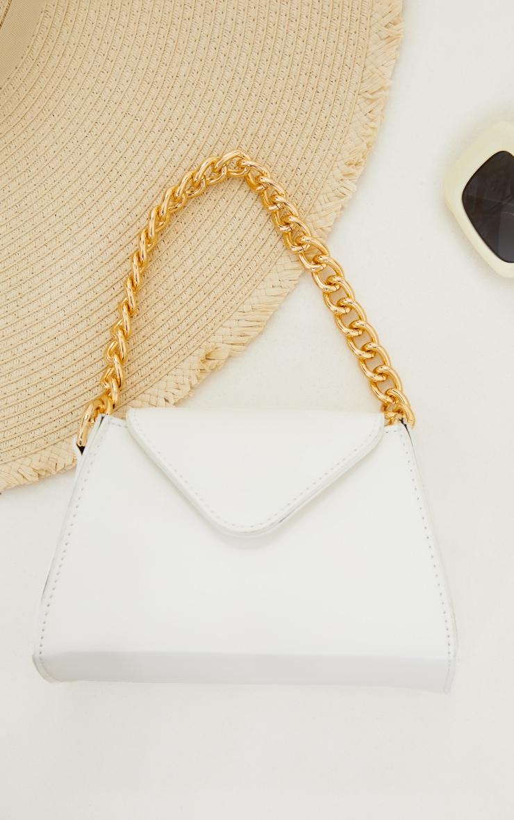 Mini sac enveloppe blanc à anse chaîne dorée 2