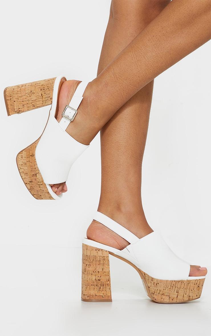 Sandales blanches à plateforme en liège et bride talon 1