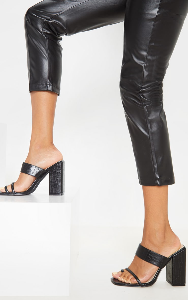 Black Chunky Block Heel Toe Loop Sandal 2