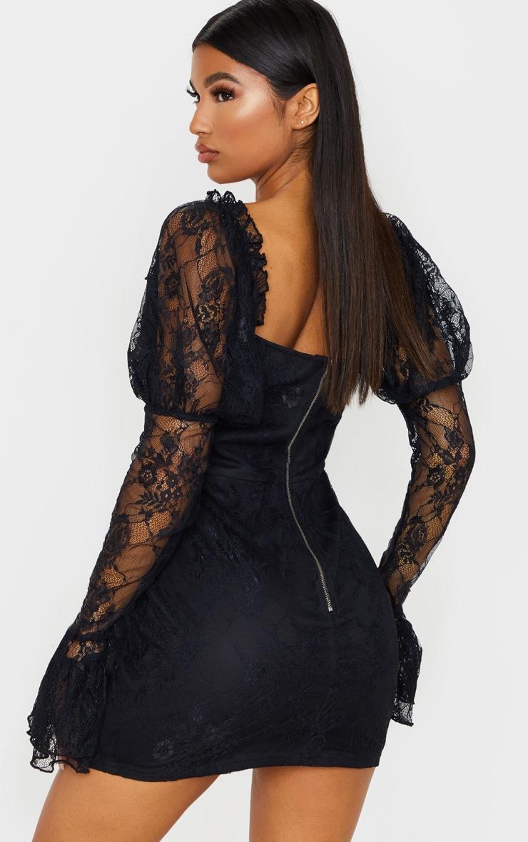 Robe moulante en dentelle noire à roses brodées et manches longues 3