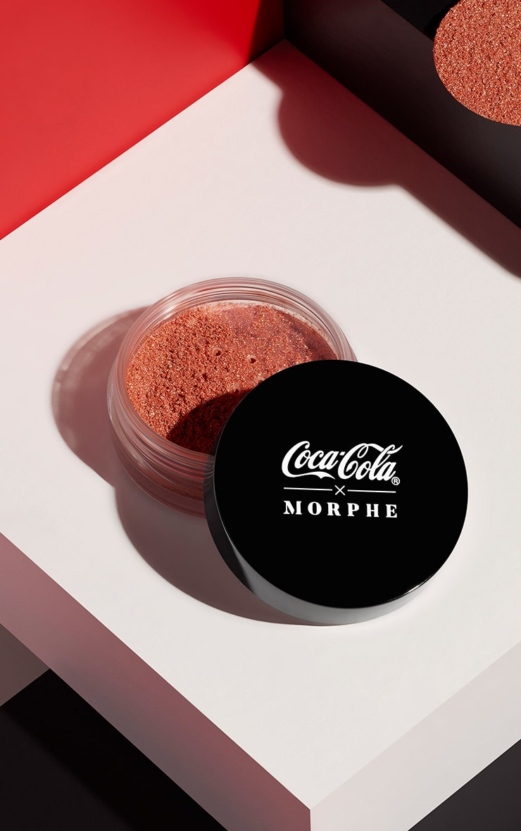 Coca-Cola X Morphe Glowing Places Loose Highlighter Serve Sparkling 1