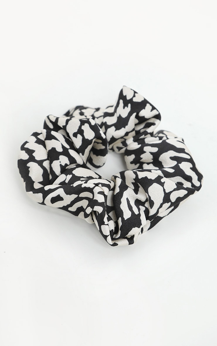 Black And White Animal Printed Scrunchie 2