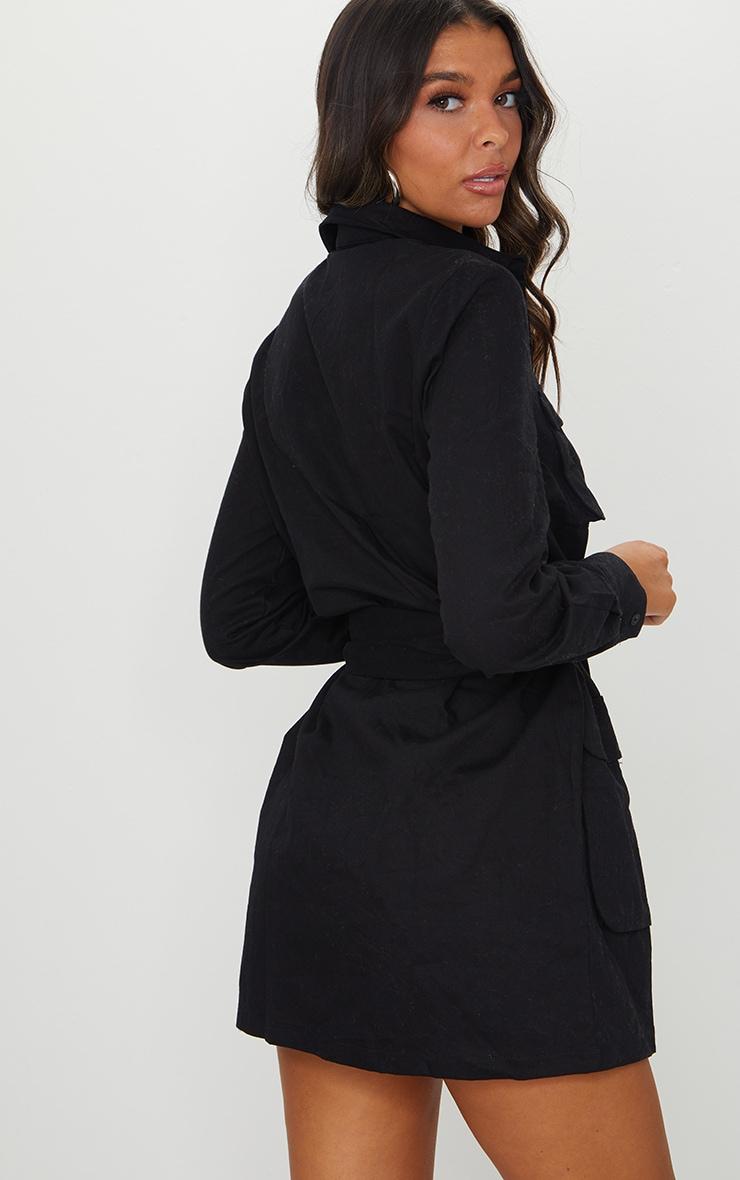 Robe chemise noire nouée à la taille style utilitaire 2