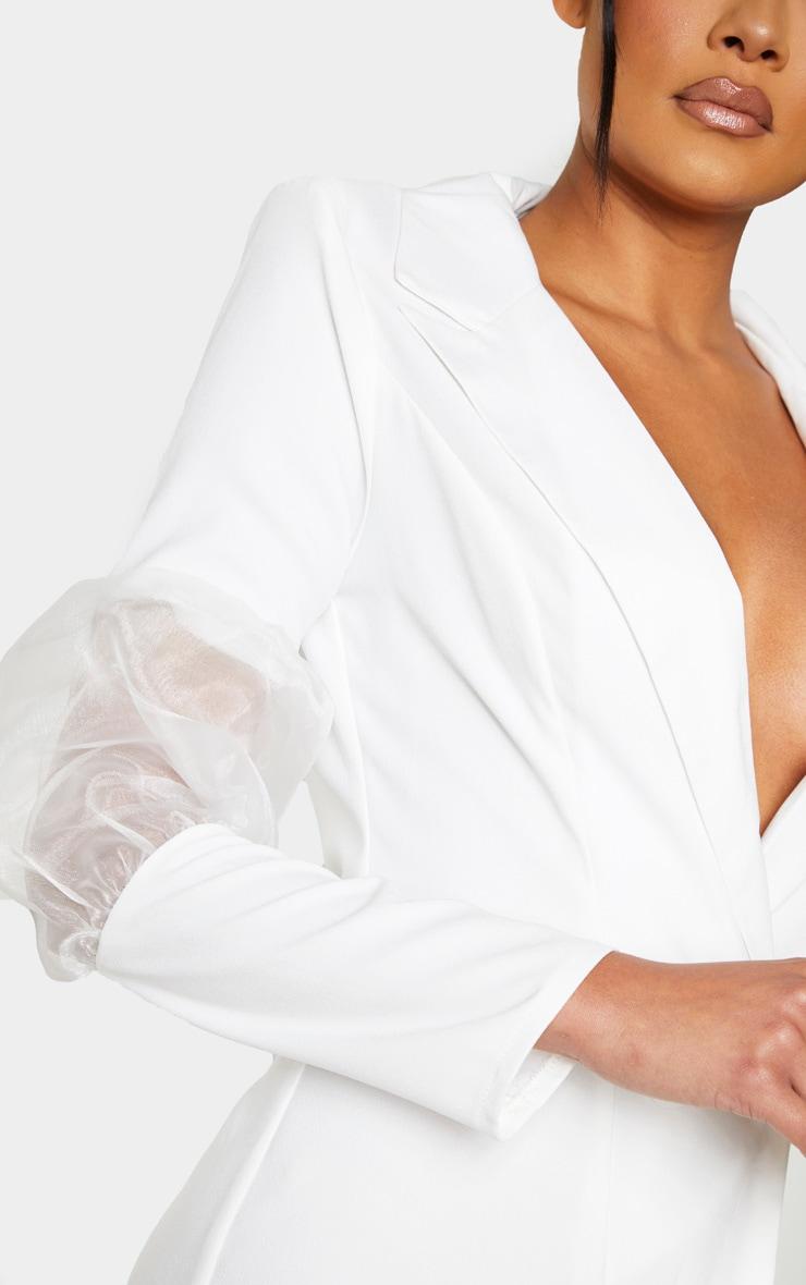 Robe blazer blanche à détail en organza bouffant 5
