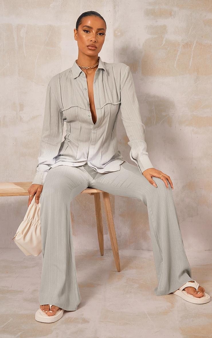 Pantalon jambes évasées vert sauge à rayures texturées et poches 1